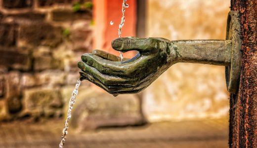 生きるために『水』が必要だった。だが、『満足』した人々は『贅沢』を求めた。